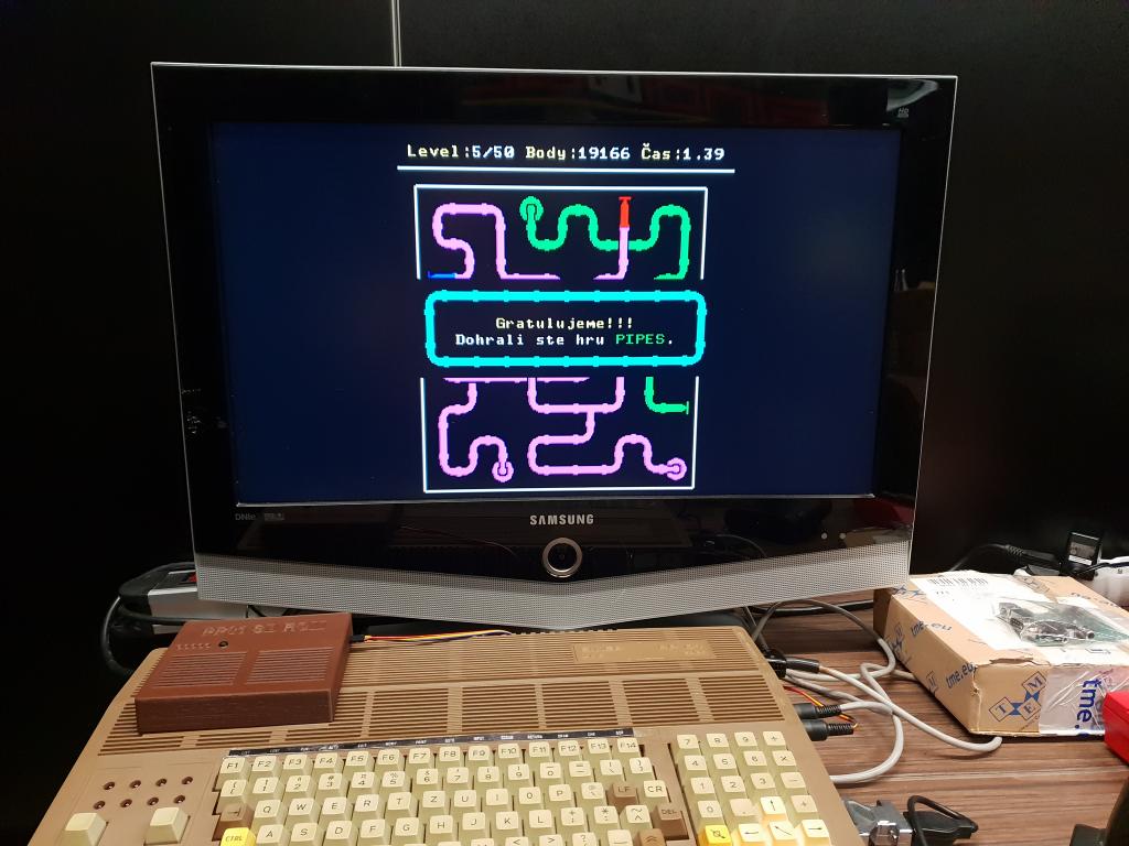Demobit - československý počítač PP01 s hrou PIPES z roku 2019 prejdenou do konca