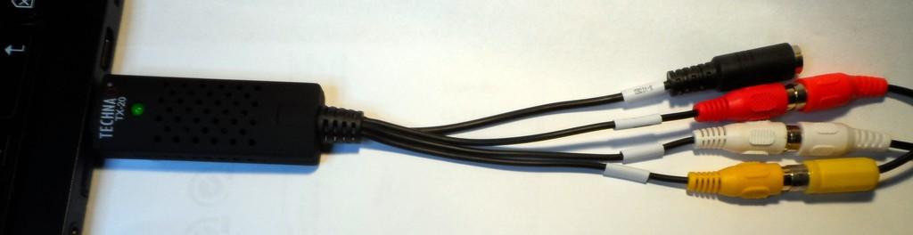 Grabber aj pripojenými káblami z Atari (video signál + stereo zvuk).